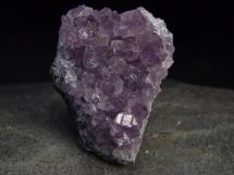 Ametyst - szczotka ładnie wybarwionych kryształów