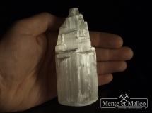 Odpromiennik typu Menhir z selenitu (kamienia księżycowego)